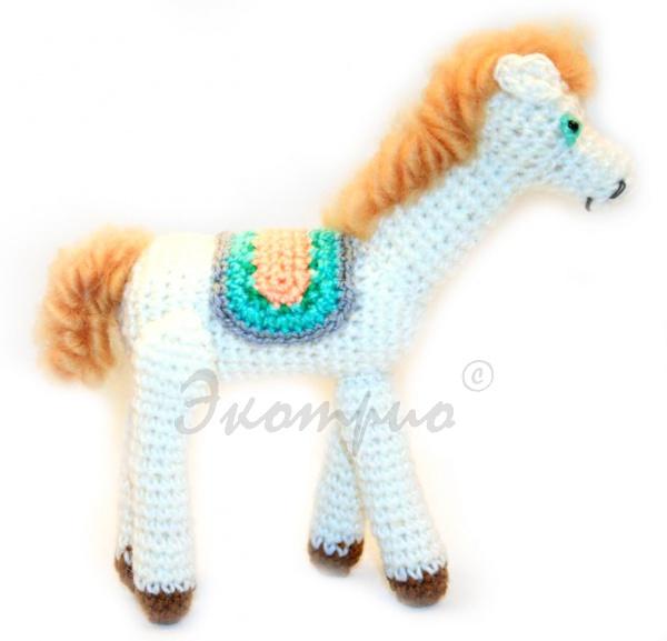 Лошадка вязаная фигурка